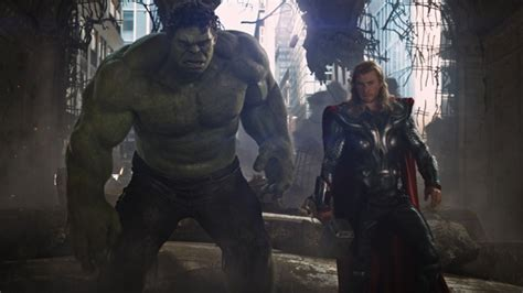 Christopher Reeve's SUPERMAN vs The Avengers HULK and THOR