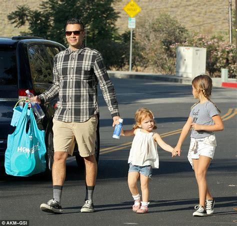 Cash Warren bonds with daughters Haven and Honor as