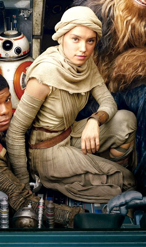 Star Wars: Fit for a Queen, Rey's Scavenger Outfit
