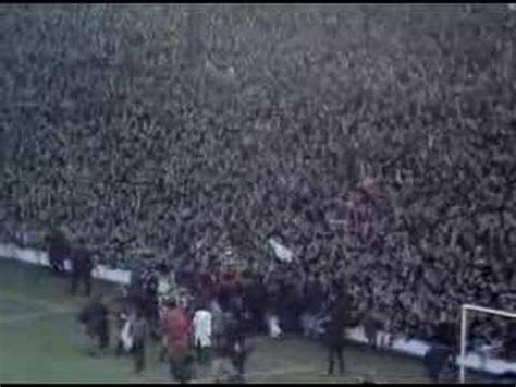 Shanks and the Kop celebrates the '73 Championship - YouTube