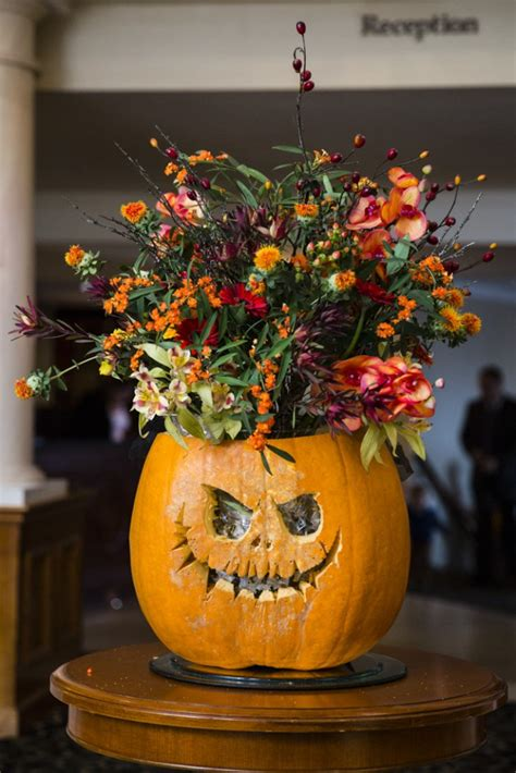 16 Creative and Easy Ideas for Your Halloween Wedding